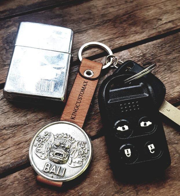 Gantungan kunci kulit + Logam
